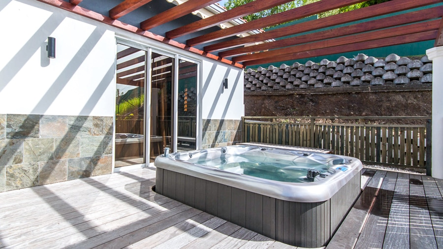 location_villa_martinique_la_ressource_jacuzzi